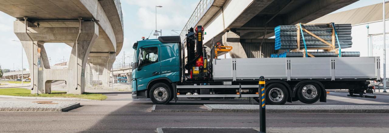 Szeroka gama układów i rozstawów osi oraz wysokości podwozia pozwala dopasować Volvo FM do Twoich potrzeb.